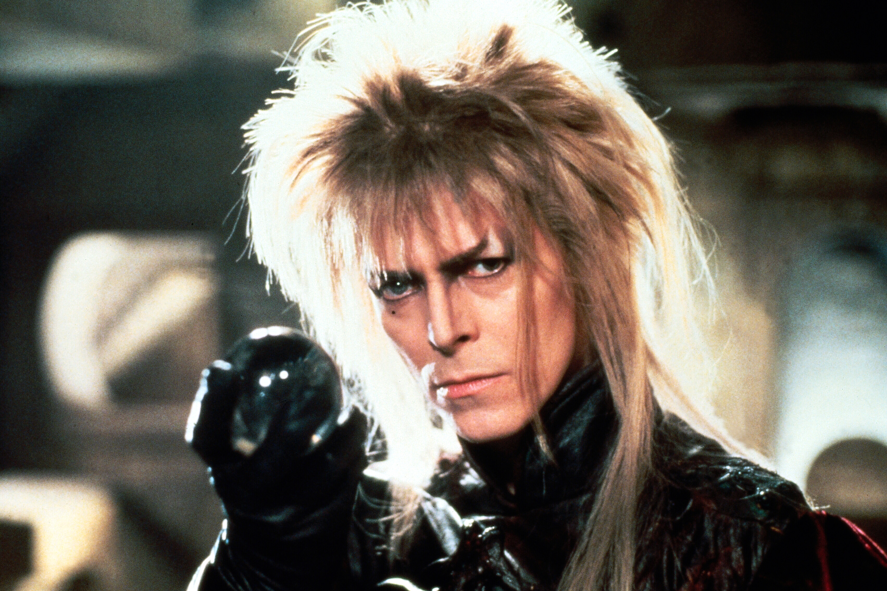 King_Jareth_with_the_Crystal